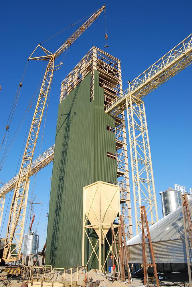 Зведення норійної башти та галереї завантаження силосів