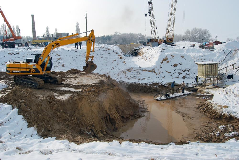 Риття котловану під будівництво фундаменту норійної башти