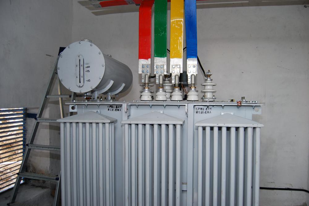 Споруджена трансформаторна підстанція та монтаж обладнання всередині неї
