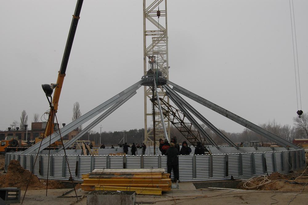 Розпочато монтаж металоконструкцій силосів