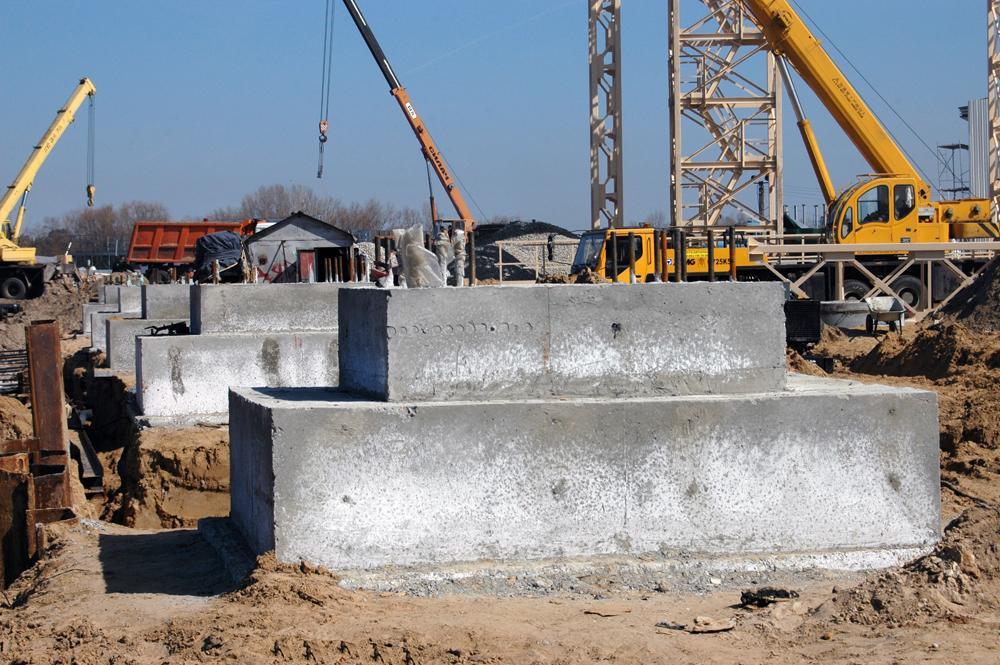 Будівництво причалу-набережної