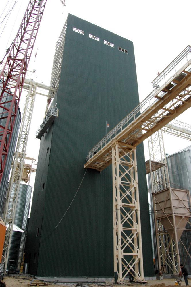 Зведення норійної башти та монтаж обладнання