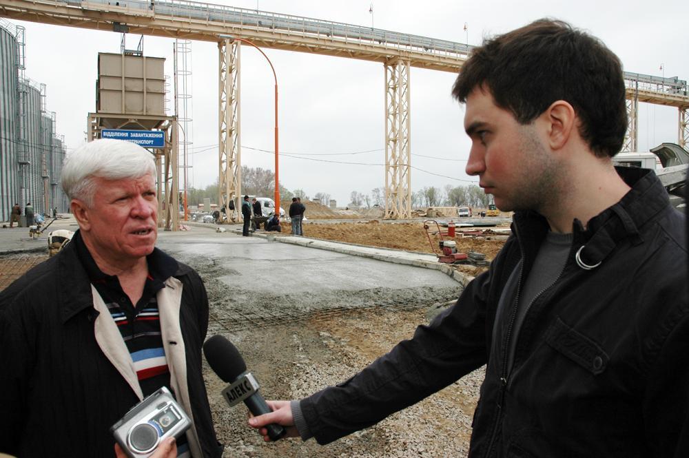 Щотижня виробничі наради відвідують представники місцевих ЗМІ