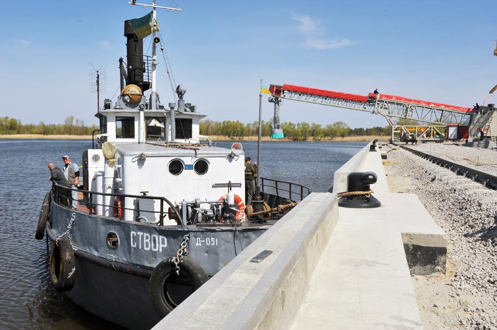 Будівництво причалу-набережної та монтаж суднозавантажувальної машини TELESTACK