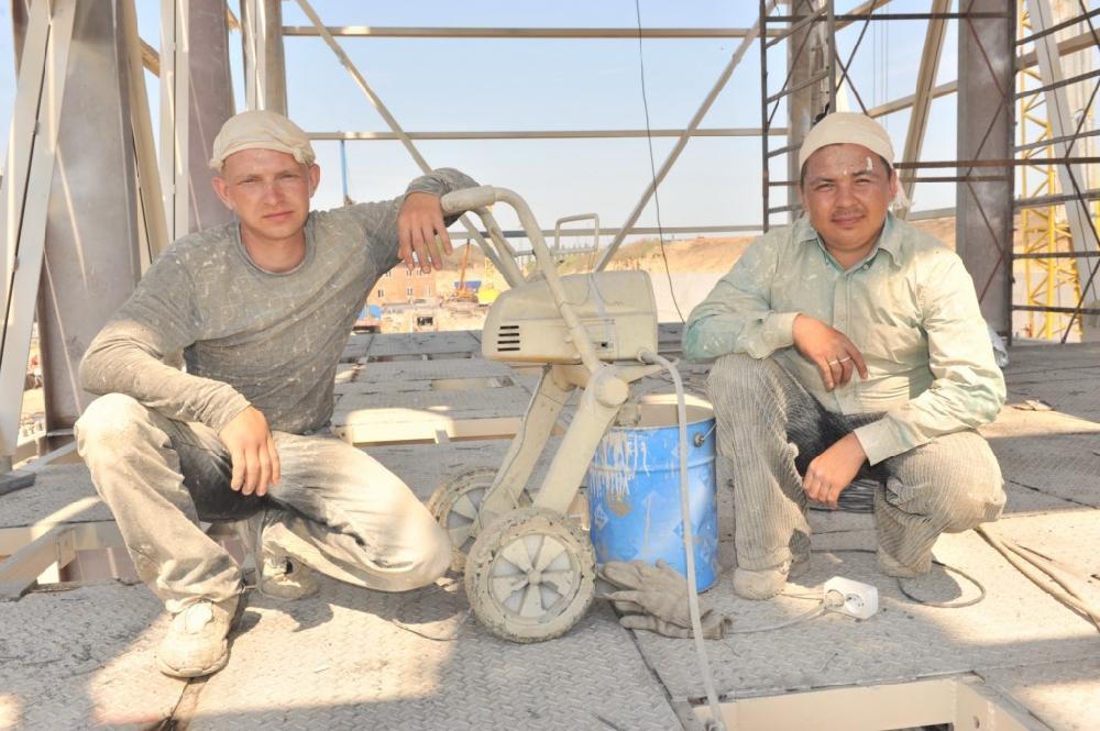 Зліва-направо: Денис Набокін та Іван Таряник, фірма «Будівельна компанія» (Дніпропетровськ)