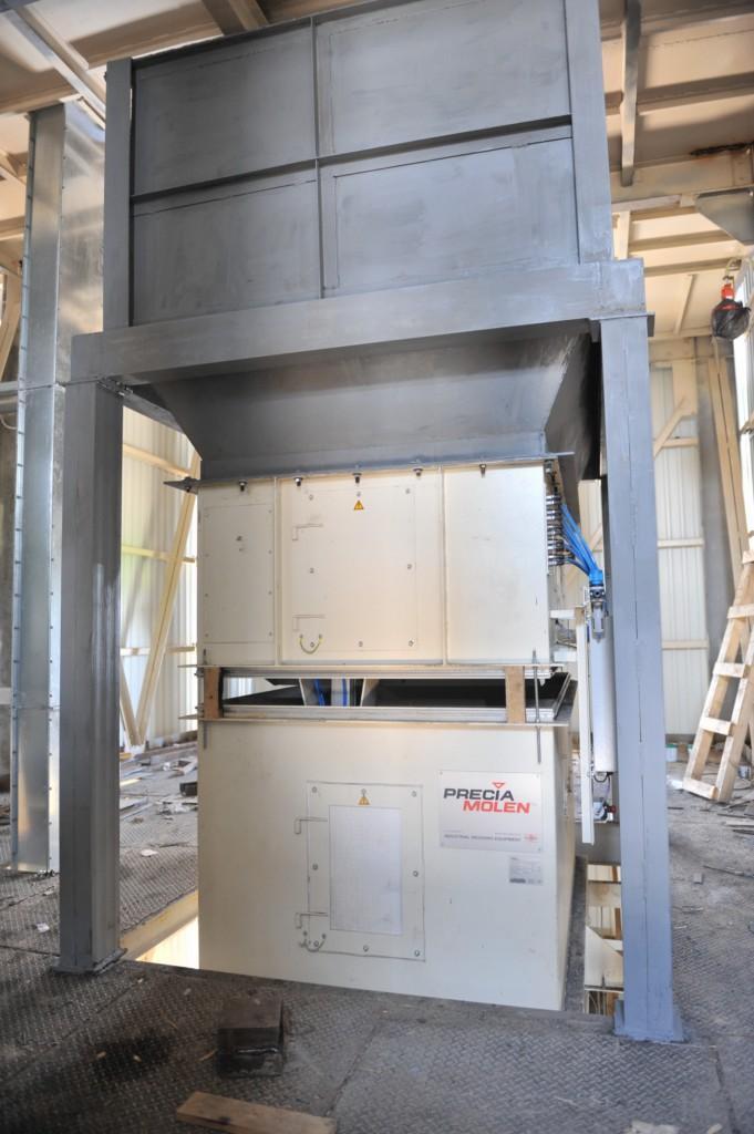 Будівництво робочої башти, монтаж обладнання