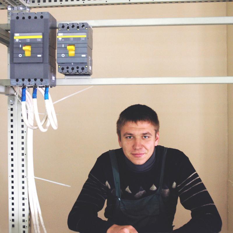 Слюсар-електромонтажник Григорій Ізмєстьєв