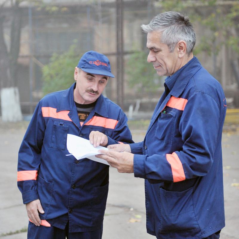 Інженери з налагодження й випробувань ССЗ «НІБУЛОН» Григорій Микитенко та Микола Ніженкевич