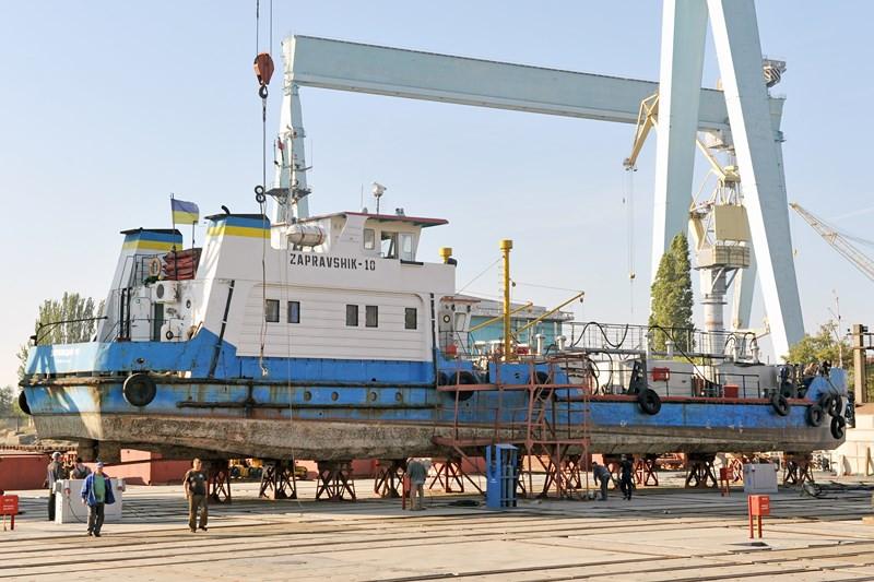 Судно «ЗАПРАВЩИК-10» до початку ремонту
