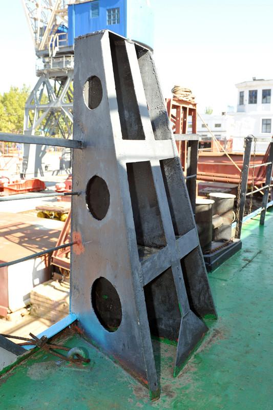 Судно готується до спуску на воду по завершенні судноремонту