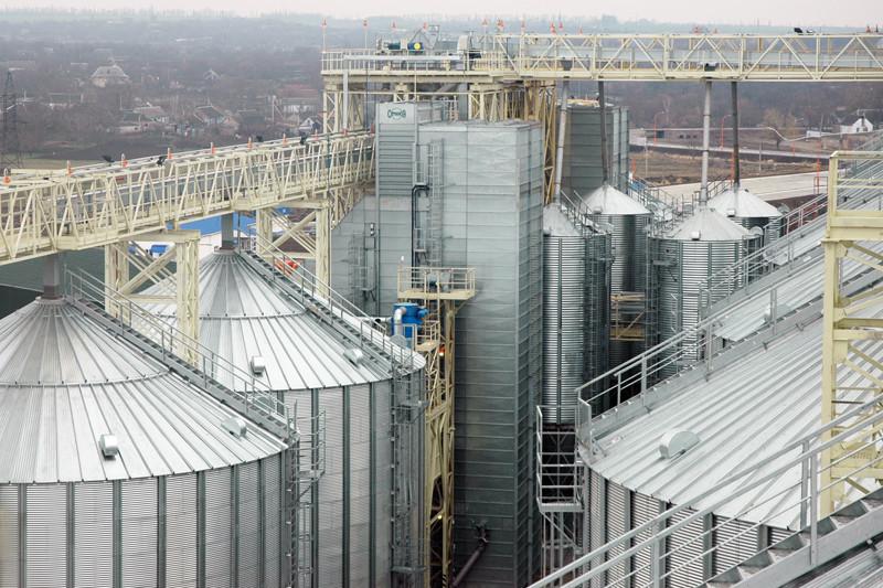 Приклади зерносушарок, що використовуються на підприємствах компанії