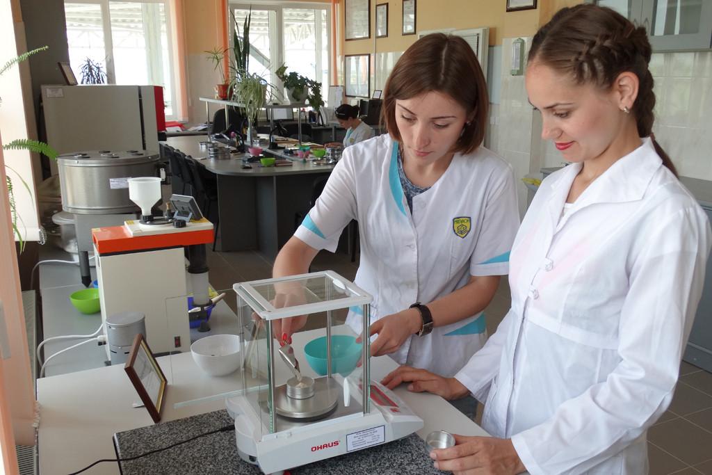 В лабораторно-адміністративному корпусі
