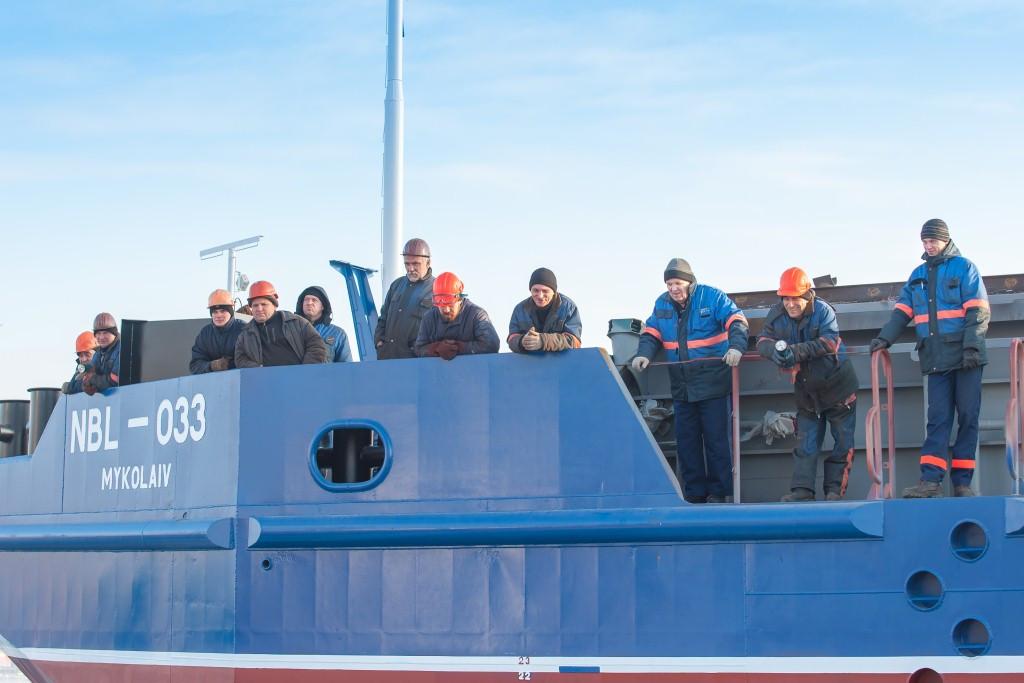 Спуск на воду п'ятого за рахунком несамохідного судна проекту В2000