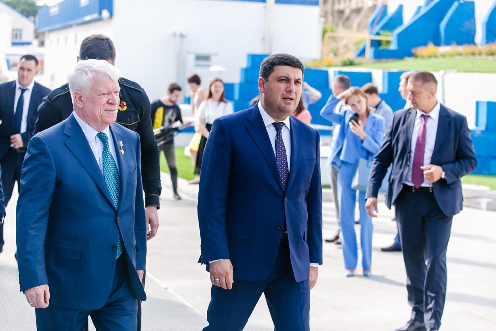 Прем'єр-міністр України на суднобудівно-судноремонтному заводі «НІБУЛОН»