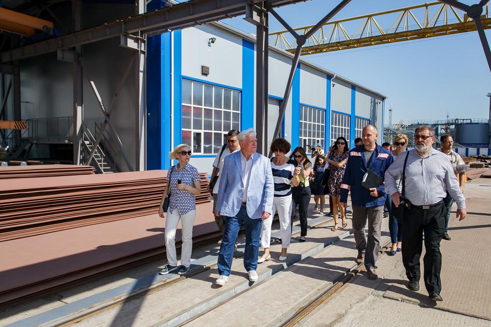 Ознайомлення гостей із потужностями заводу