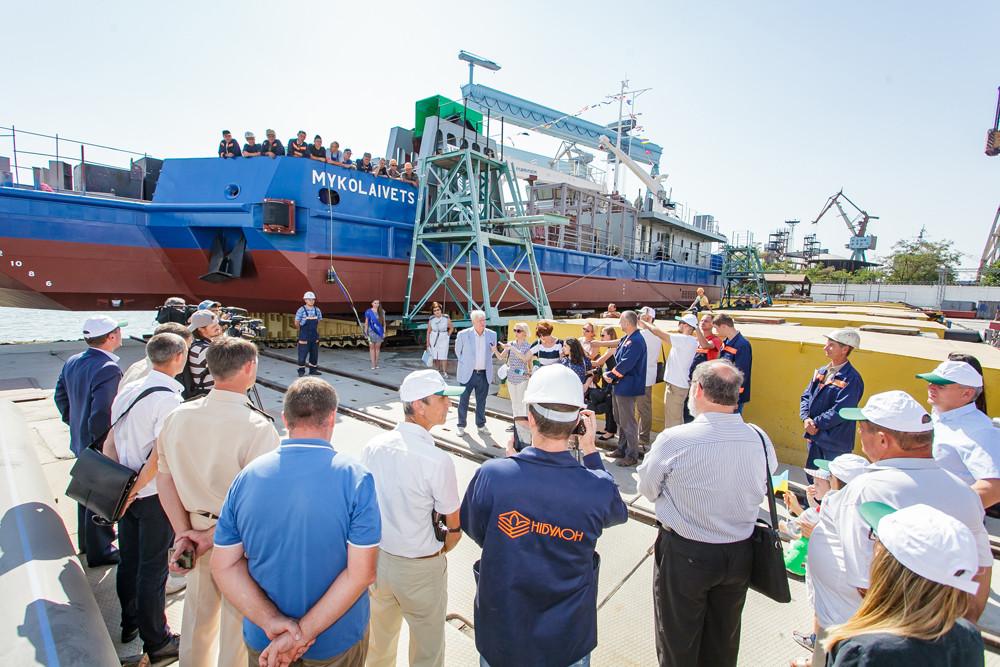 Спуск на воду унікального днопоглиблювального судна проекту СДС-15
