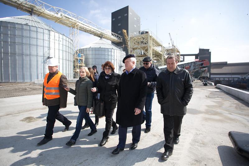«НІБУЛОН» провів день відкритих дверей для миколаївських ЗМІ на перевантажувальному терміналі