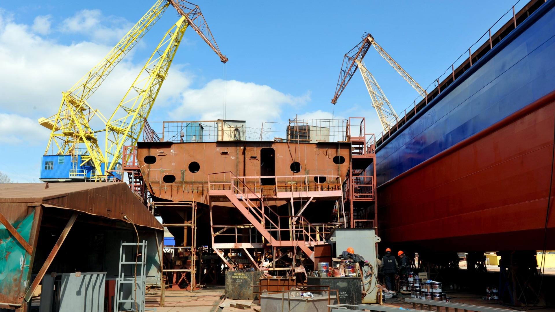 Будівництво буксира проекту Т3500 та другого несамохідного судна проекту В5000