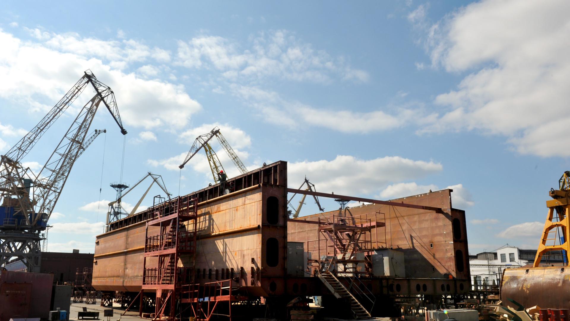 Будівництво другого несамохідного судна проекту В5000