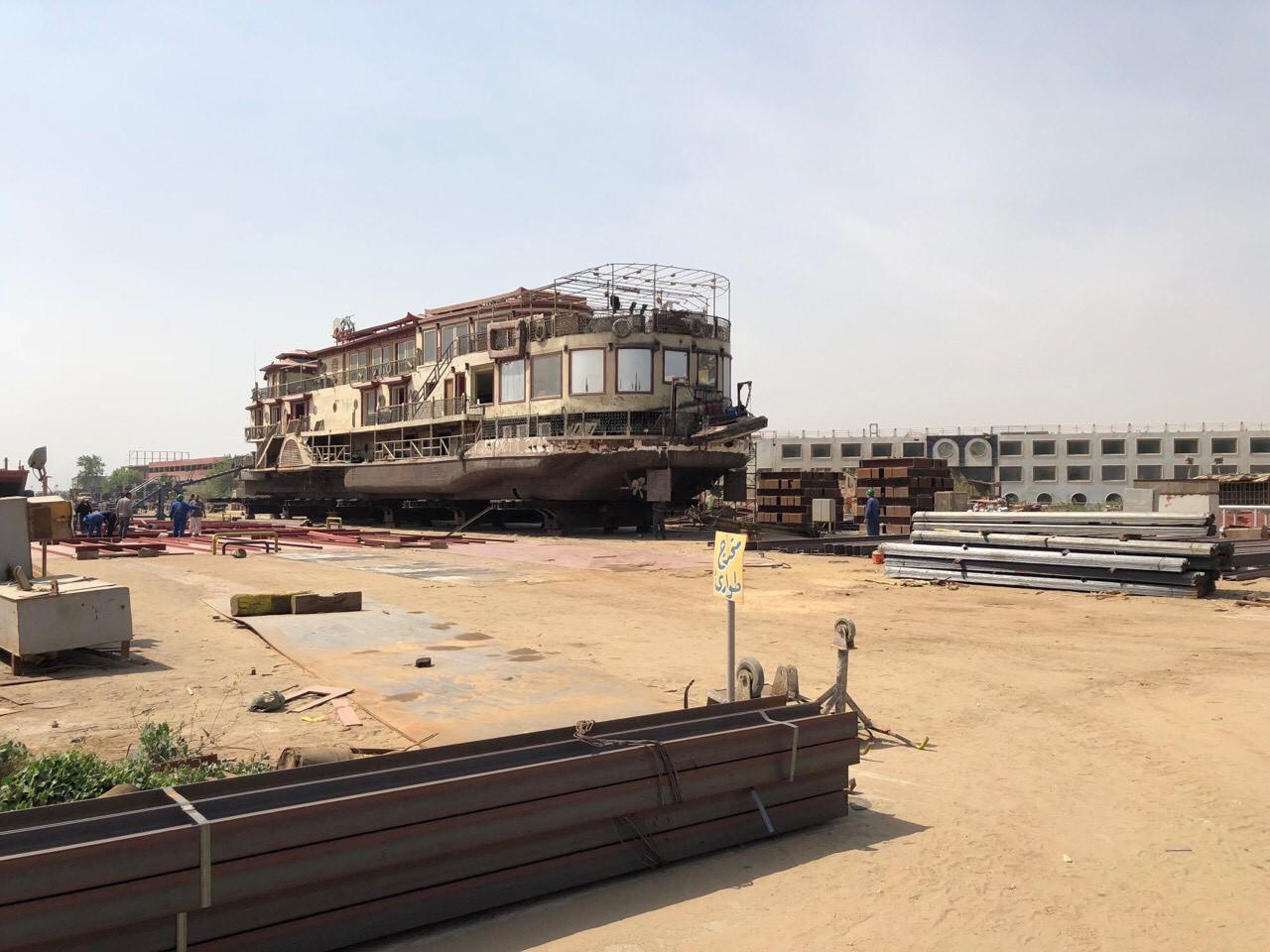 Старовинне судно початку минулого століття, яке сьогодні відновлюють на суднобудівно-судноремонтному заводі в Каїрі (Єгипет)