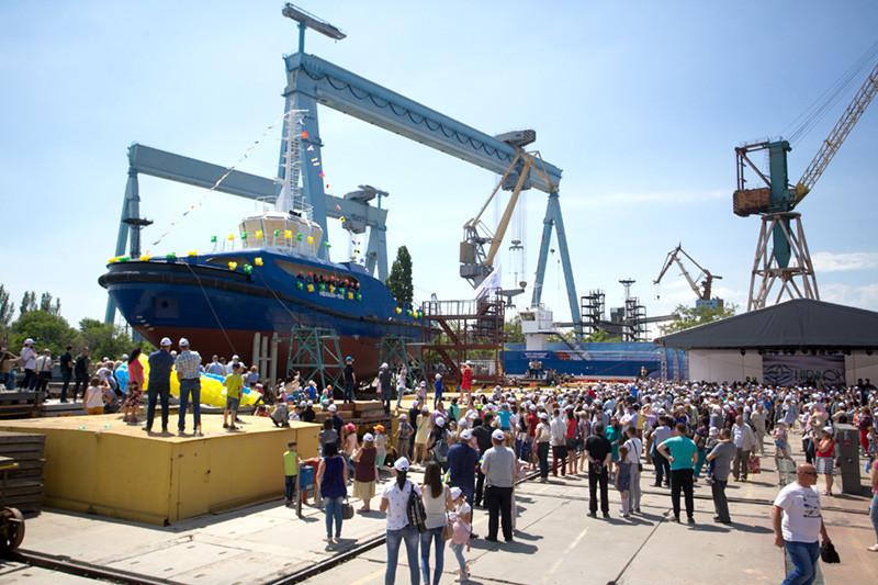 Порошенко про досягнення «НІБУЛОНа»: економіка зростає завдяки таким локомотивам, як Вадатурський