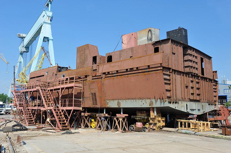 Будівництво першого буксира проекту POSS-115