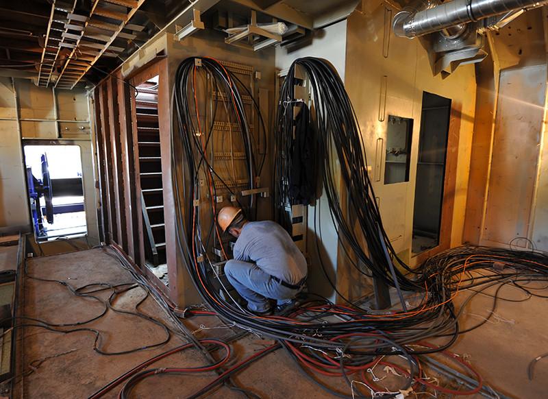 Прокладання кабелю на другому буксирі проекту Т3500