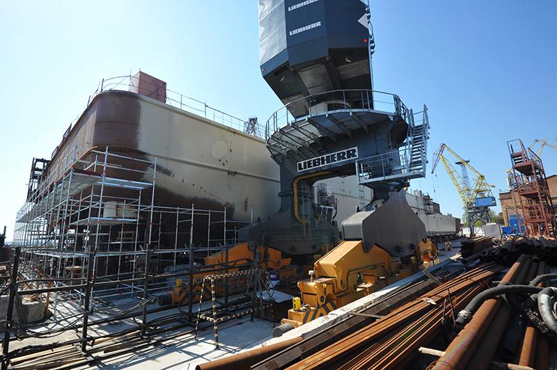 Будівництво 140-метрового перевантажувача проекту П-140