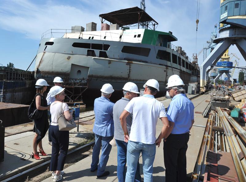 Європейські експерти проєкту «Сприяння транспортному розвитку річки Дніпро» ЄС відвідали миколаївські підприємства «НІБУЛОНа»