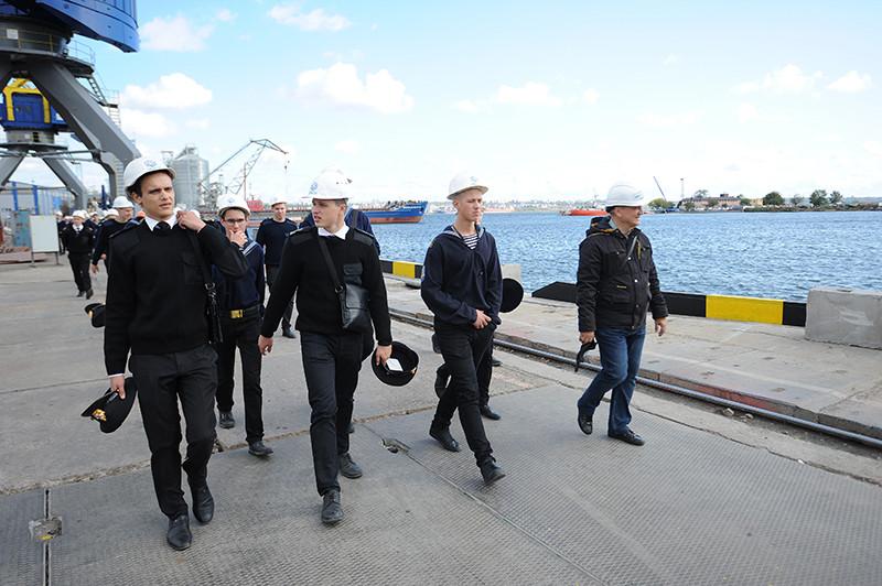 Днями курсанти Херсонського морського коледжу рибної промисловості з екскурсією завітали до миколаївських підприємств «НІБУЛОНа»