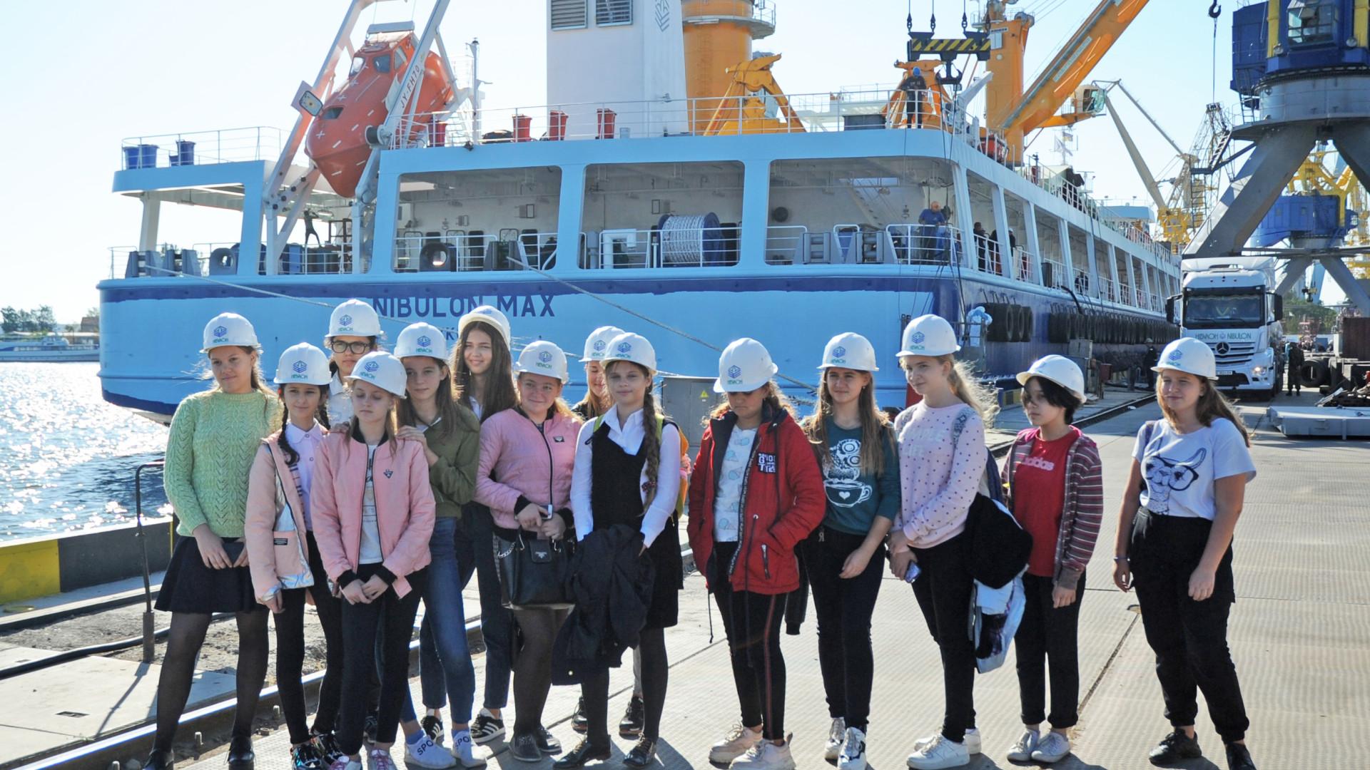 Суднобудівно-судноремонтний завод «НІБУЛОН» відвідали учні Миколаївської ЗОШ №26