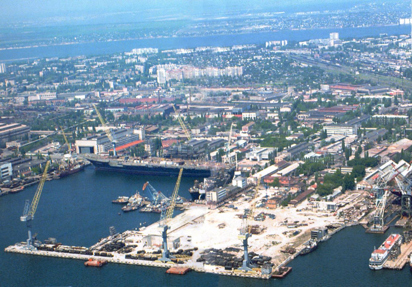 2002 рік – розпочали будівництво перевантажувального термінала у м. Миколаєві.