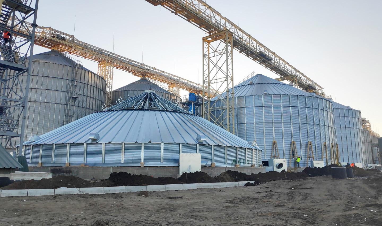 На філії «Вознесенська» зводять два останніх додаткових зерносховища