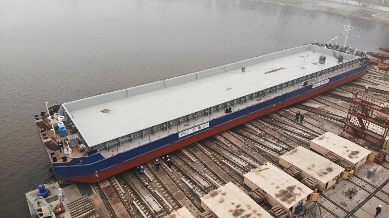 Перше несамохідне судно проєкту В1500 спущено на воду