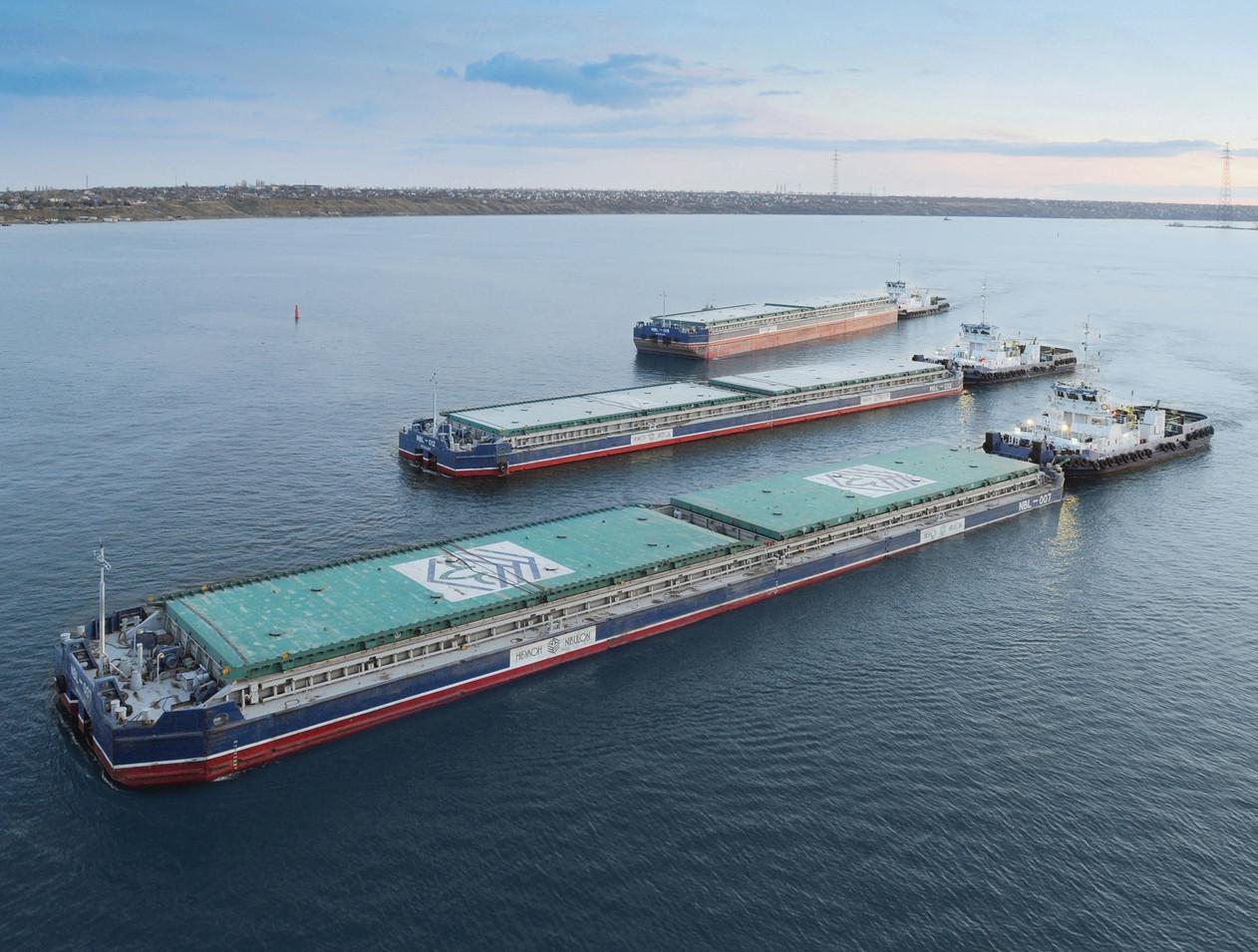 Вантажний флот компанії НІБУЛОН