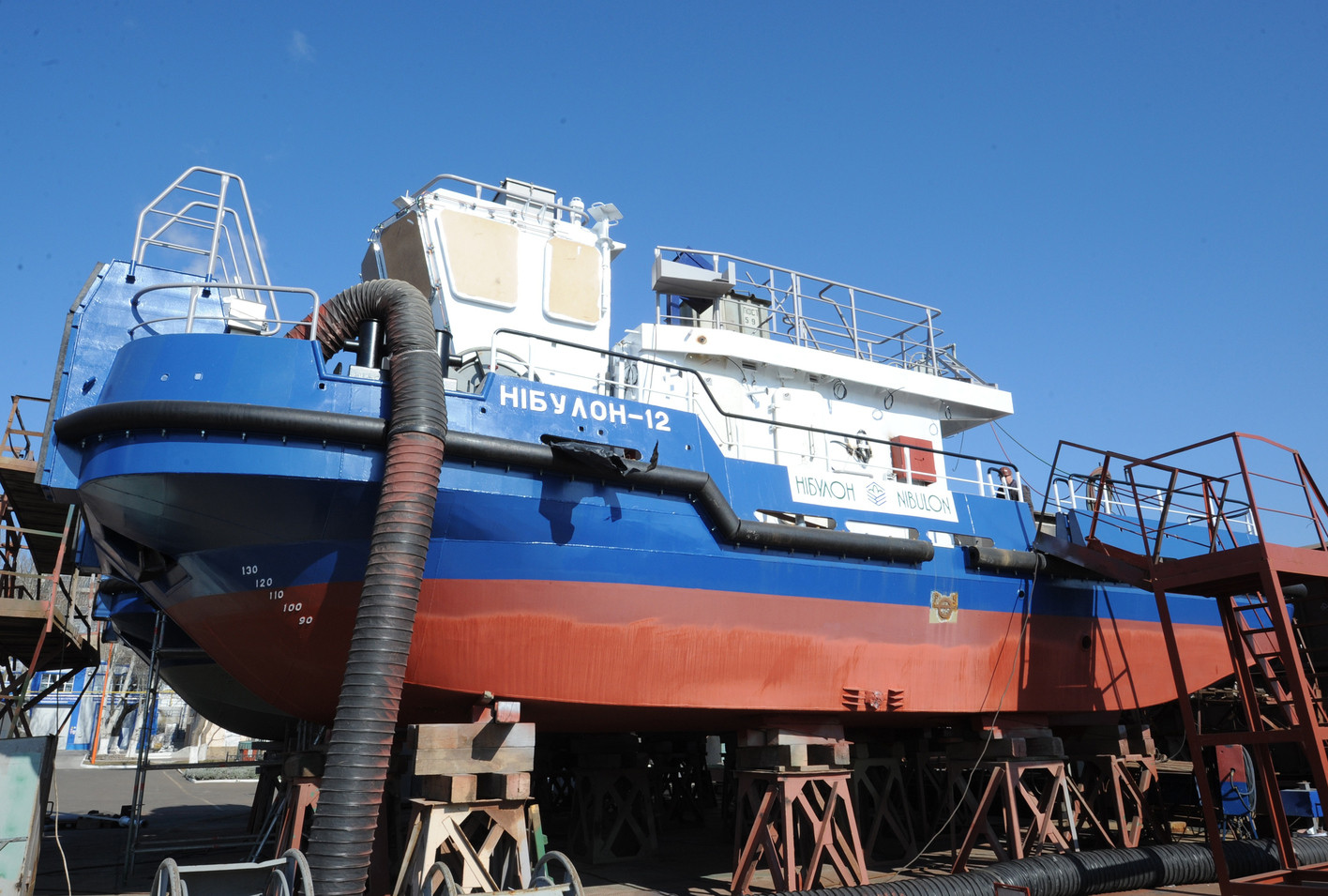 Перший портовий буксир штовхач-кантувальник пр. Т410 (зам. 10033)