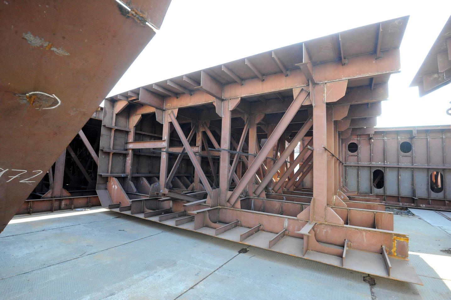 Третє несамохідне судно-майданчик пр. В1500 (зам. 10037)
