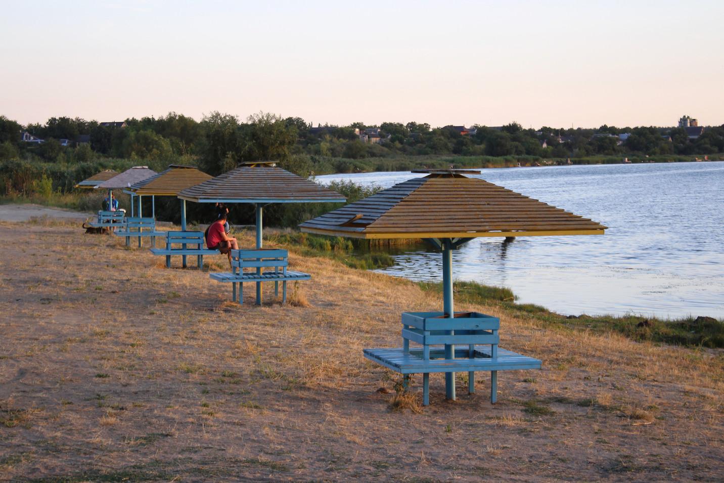 Зона відпочинку на березі Південного Бугу біля філії Новоодеська