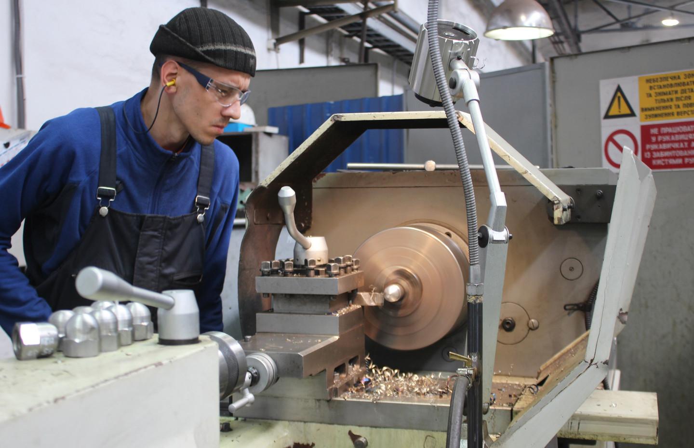 Процес виготовлення ковпачкових гайок