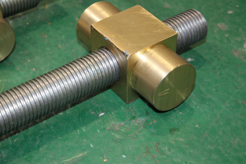 Сухар-гайки гвинтового стопору якірного ланцюга  з правим та лівим різьбленням