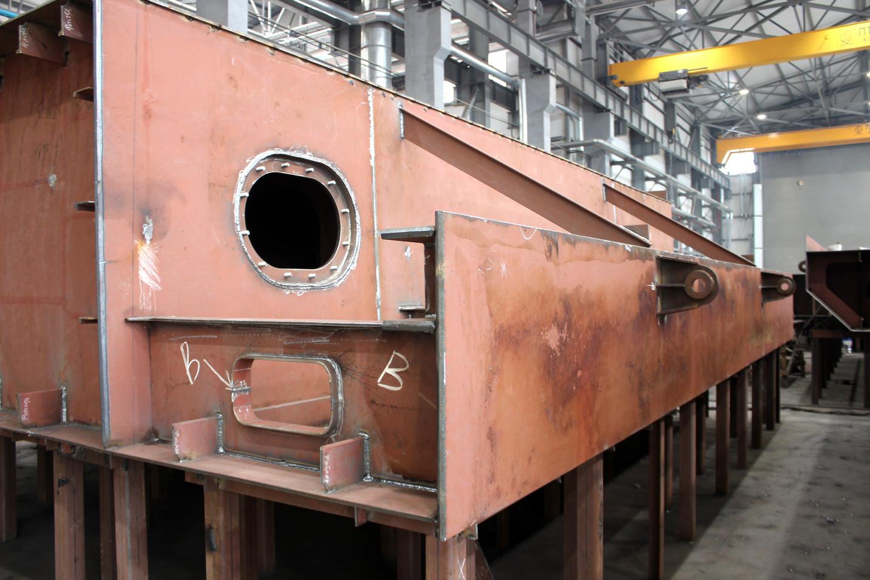 «НІБУЛОНівські» суднобудівники завершують формувати міцний корпус нового 100-метрового судна проєкту В5000М