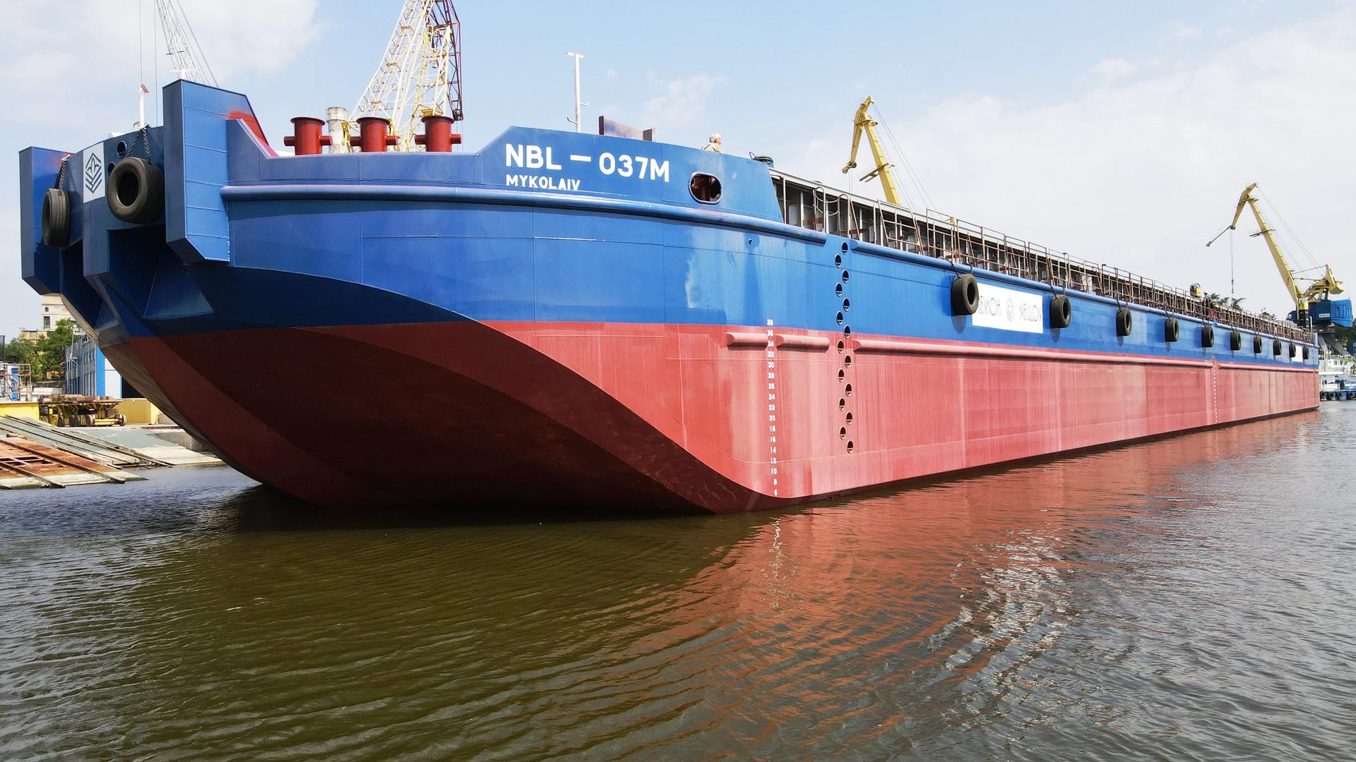 Спуск судна модернізованого проєкту В5000М
