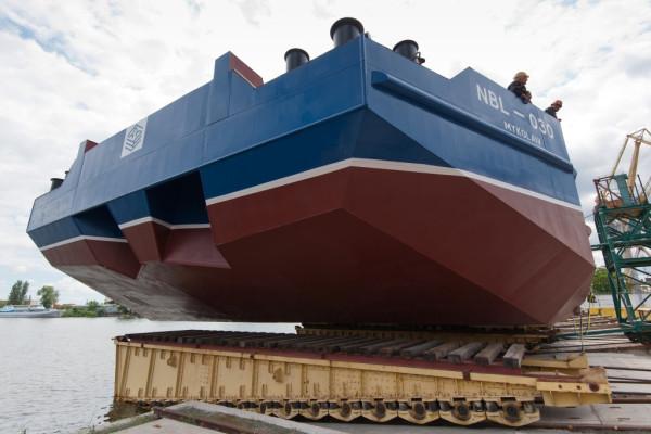 Другий пішов: «НІБУЛОНівські» суднобудівники спустили на воду ще одне судно проекту В2000