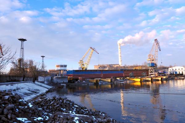 На заводі «НІБУЛОН» встановлено рубку на унікальній будівлі, стилізованій під справжній буксир