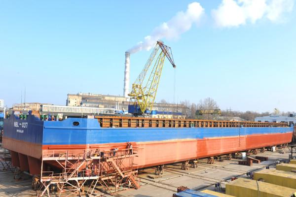 Нібулонівські суднобудівники готуються до спуску першого 100-метрового судна на заводі