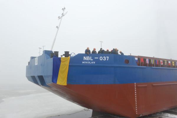 З реконструйованого сліпу заводу «НІБУЛОН» на воду спущено перше 100-метрове судно (відео)
