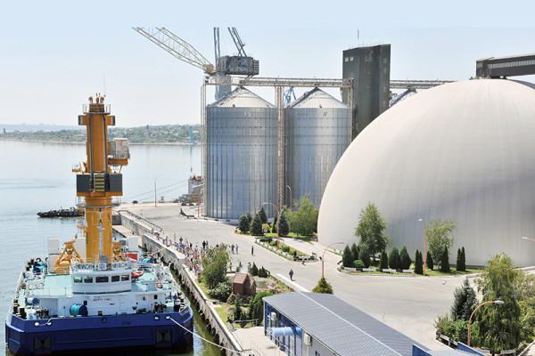 Плавучий кран «Святий Миколай» перевантажив 7 млн тонн сільгосппродукції