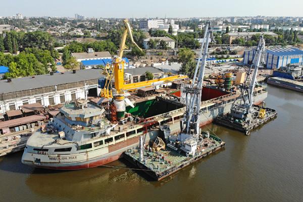 Робота над найдовшим самохідним крановим судном в історії незалежної України не стоїть на місці