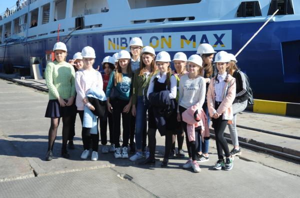 ССЗ «НІБУЛОН» надихає миколаївських школярок будувати карєру в суднобудуванні