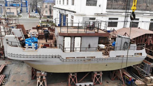 Міцний корпус першого портового буксира штовхача-кантувальника проєкту Т410  сформовано